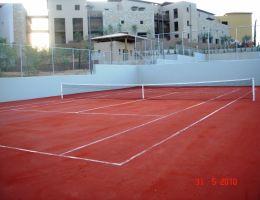 Ξενοδοχείο Costa Navarino: Κατασκευή γηπέδων τέννις με συνθετικό χλοοτάπητα Red Clay