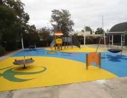 Κύπρος: Χυτό δάπεδο ασφαλείας Playtop σε παιδική χαρά στον Άγιο Νικόλαο Αμμοχώστου