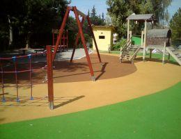 Δήμος Καισαριανής: Χυτός τάπητας ασφαλείας σε παιδική χαρά
